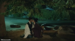 she kissed him!
