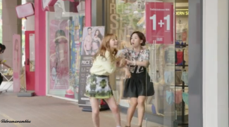 doekhee really wanted to go into that shop