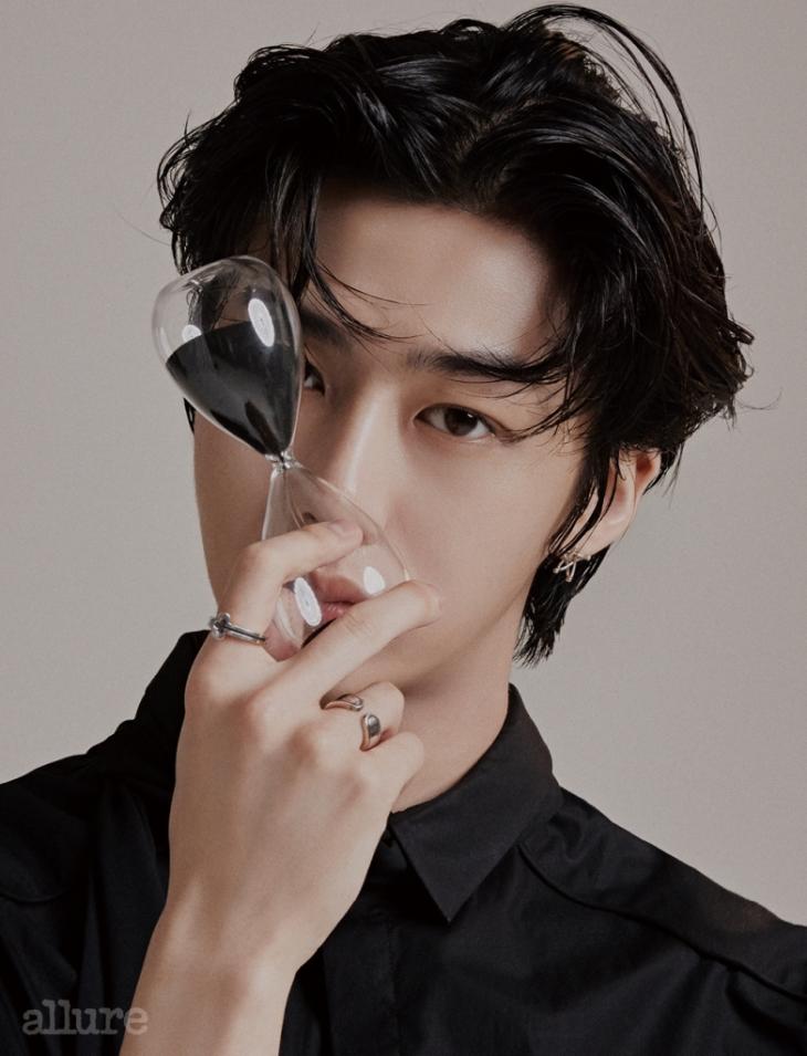 hyunwon allure 1