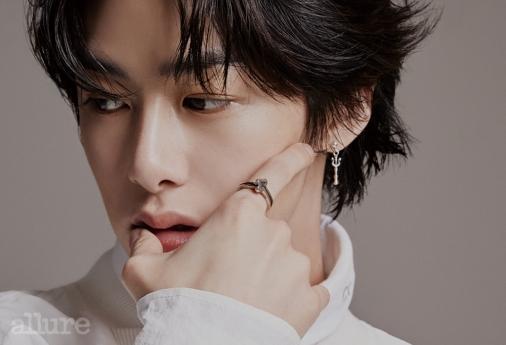 hyunwon allure 4